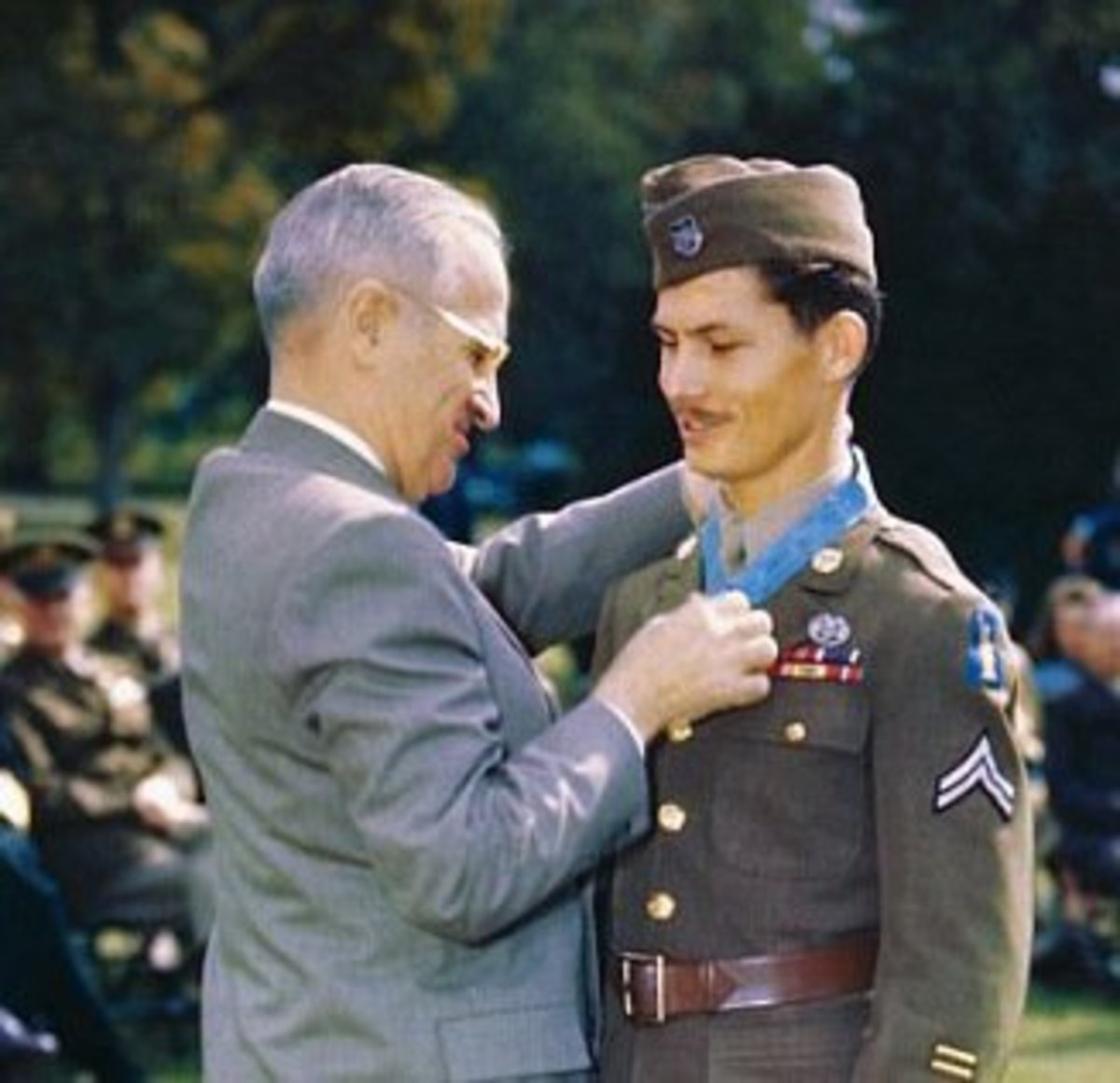 Desmond Doss being awarded Medal of Honor