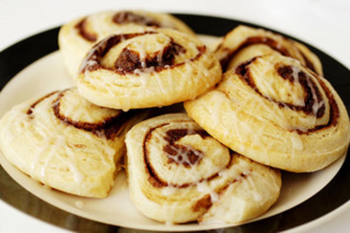 Cinnamon rolls by Robyn Lee