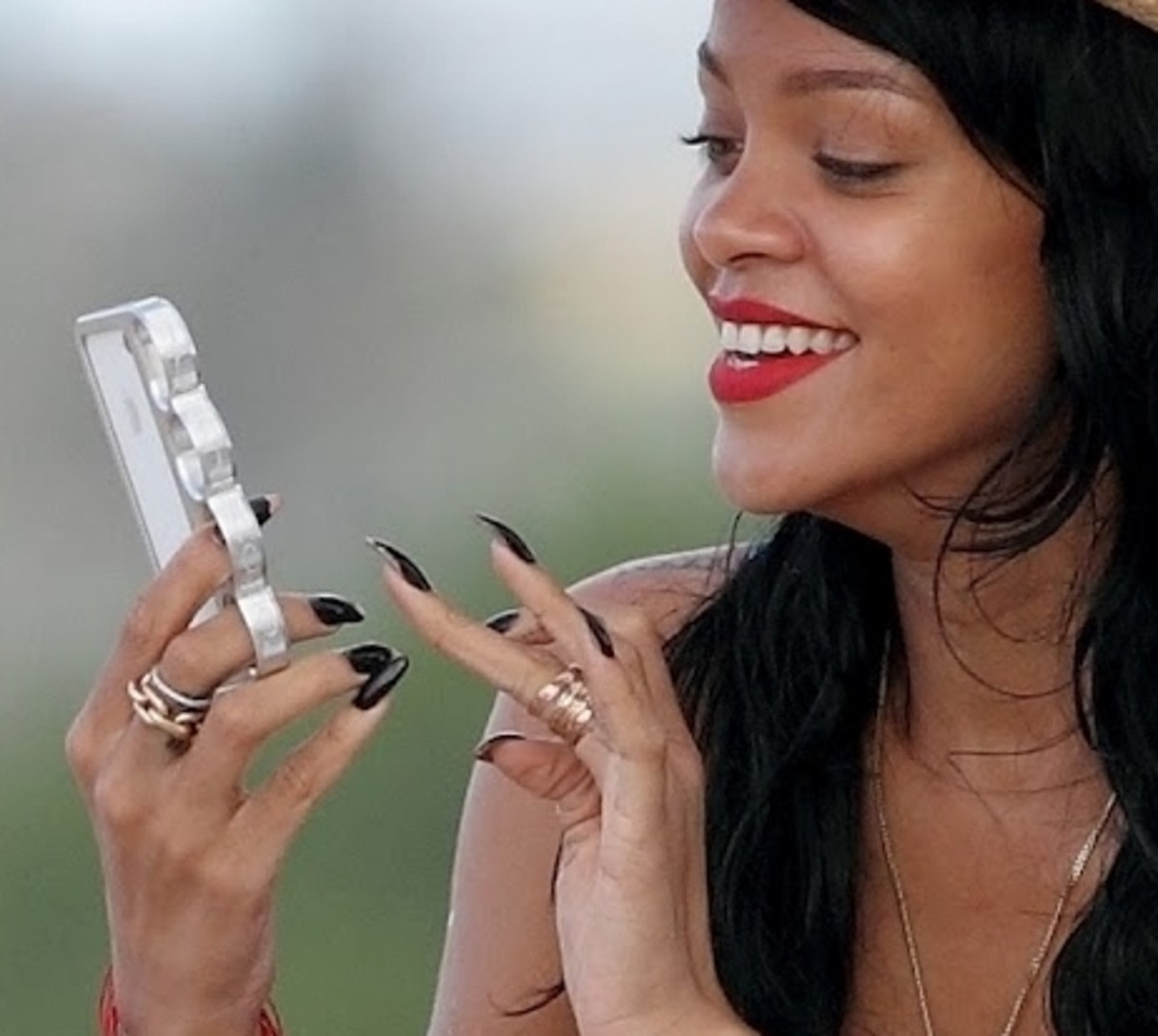 Rihanna with the iPhone knuckle case