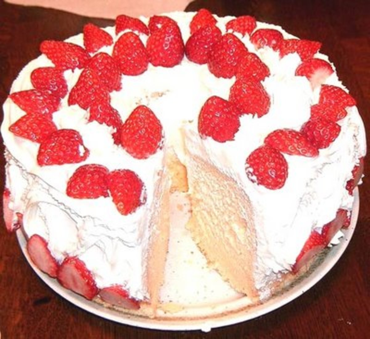STRAWBERRY CHIFFON CAKE (Photo courtesy of http://1.bp.blogspot.com/)