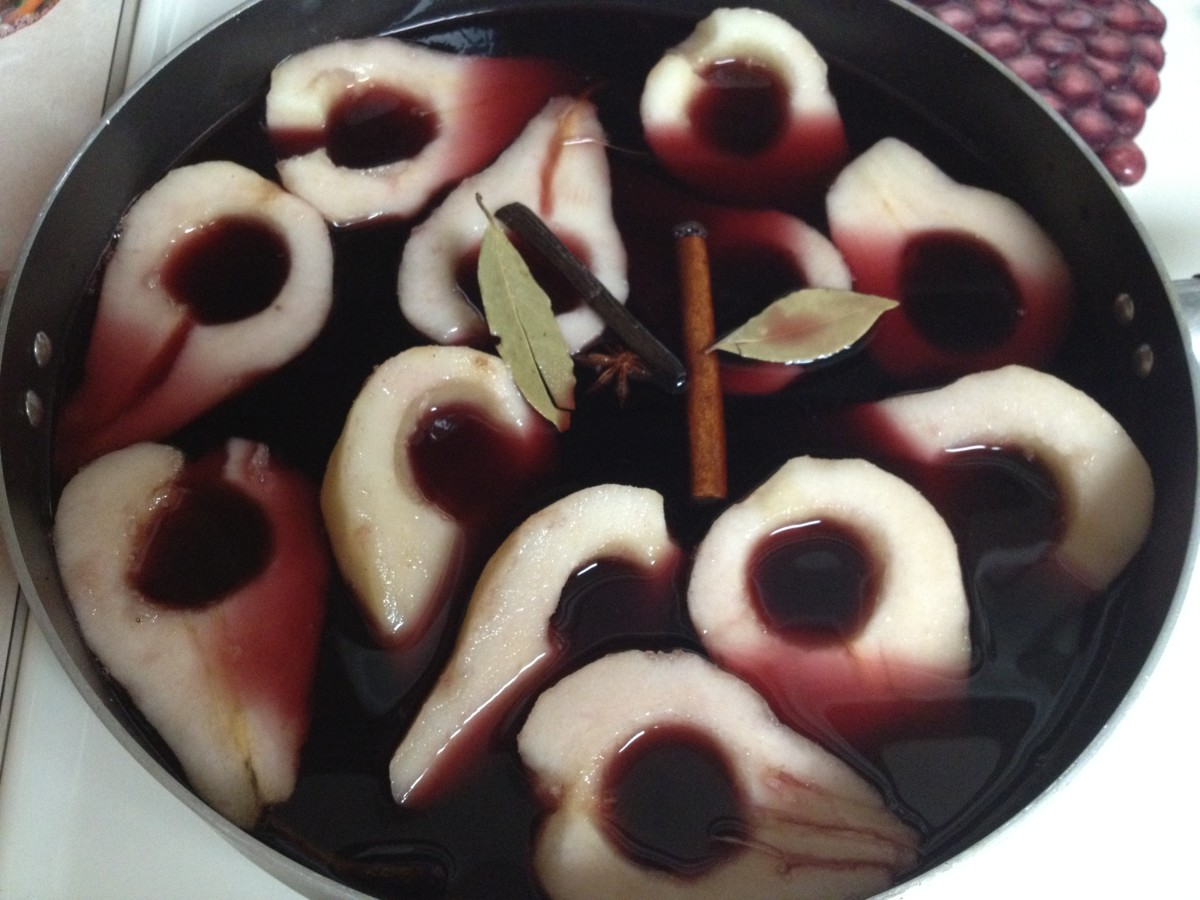 Pour the red wine mixture over the pears. It already looks so pretty!