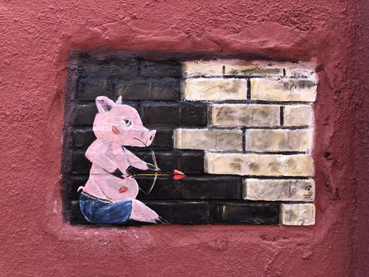 Mini mural of a porcine cupid in the Kissing Alley.
