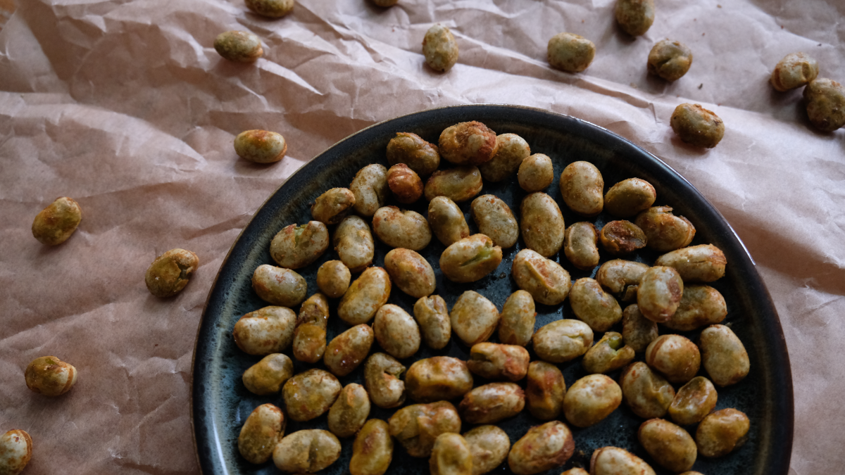 Roasted fava bean snack