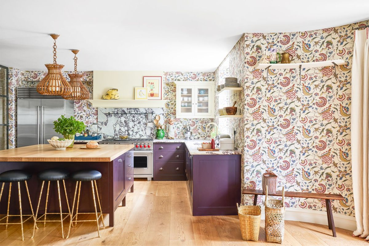 A Rabbit kitchen looks lovely with a combo of pink and black. Add some plants. Floral wallpaper looks nice and spring like.