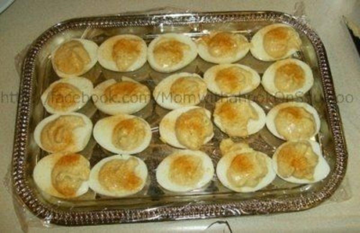 Sprinkle with paprika and oila! You have Tasha Tudor's stuffed eggs.