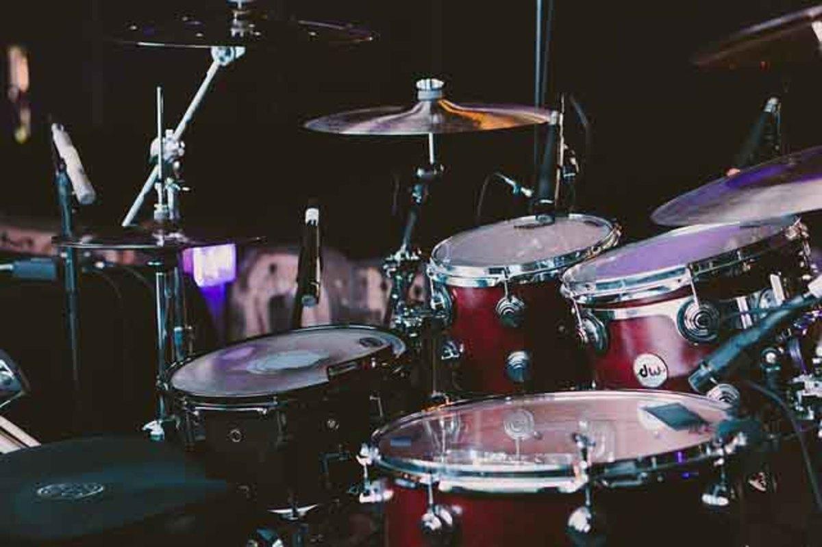 Keep rhythm with drum beats.