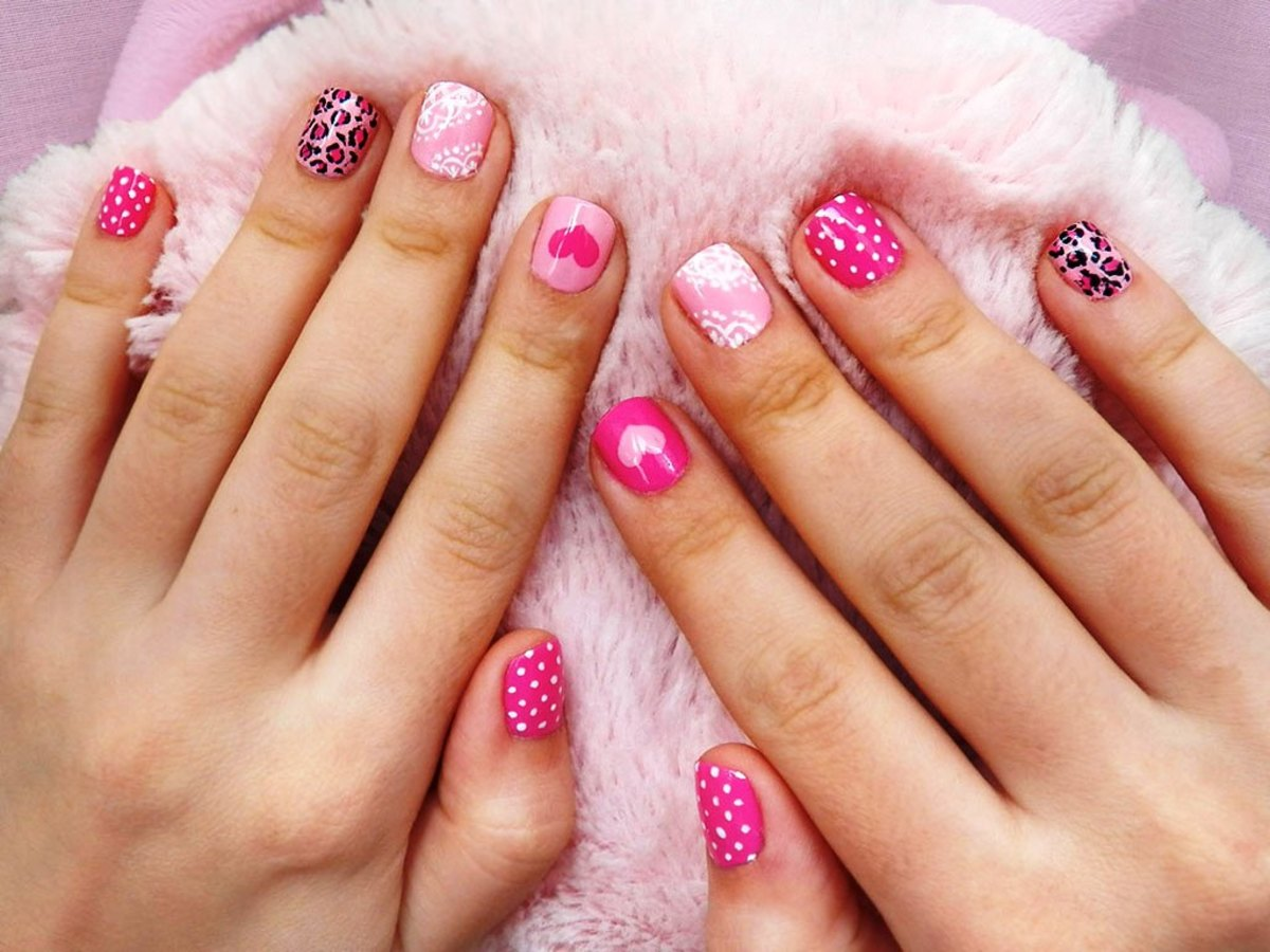 Various pink design nails