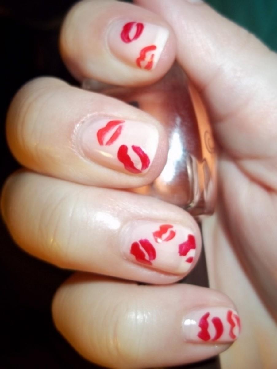 Lip print nails