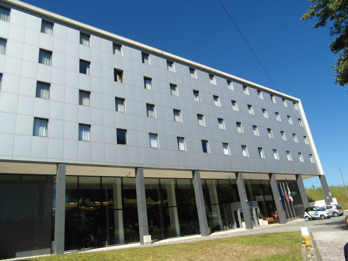 The front of Holiday Inn Express Porto Exponor.