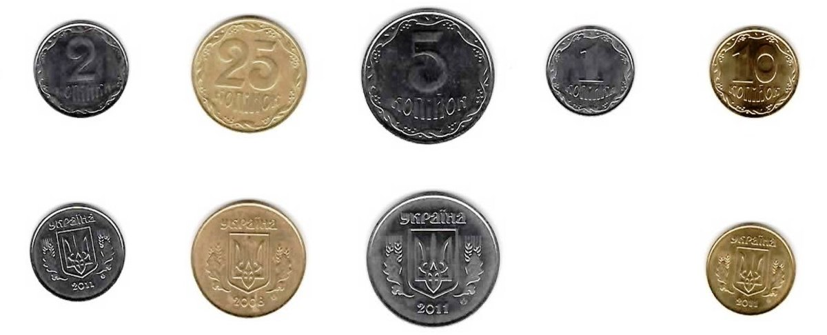 Front and back of the common coins available in my pocket. There is also a 50 kopek coin and a 1 hrynia coin.
