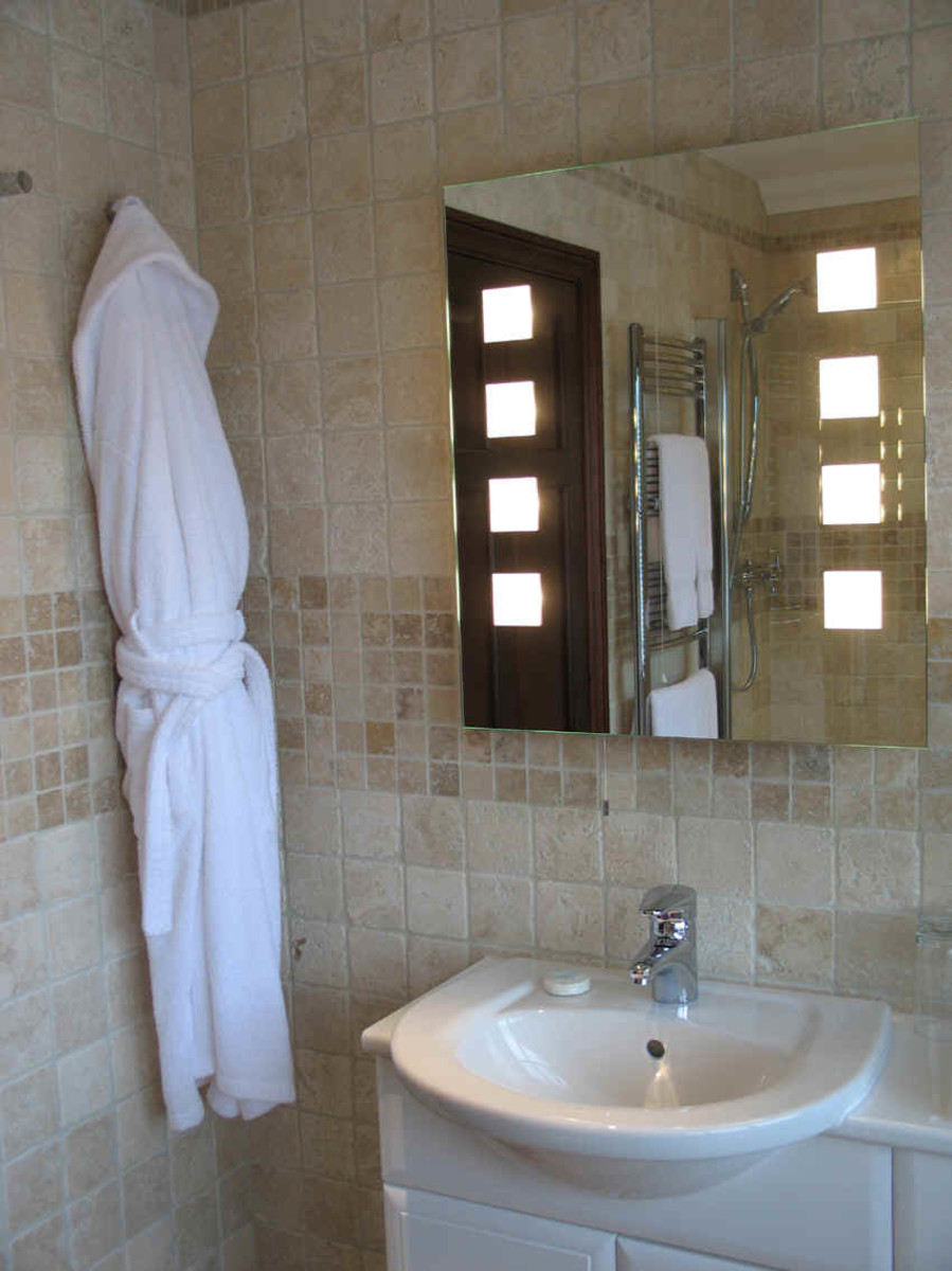 how-to-make-a-small-bathroom-look-bigger