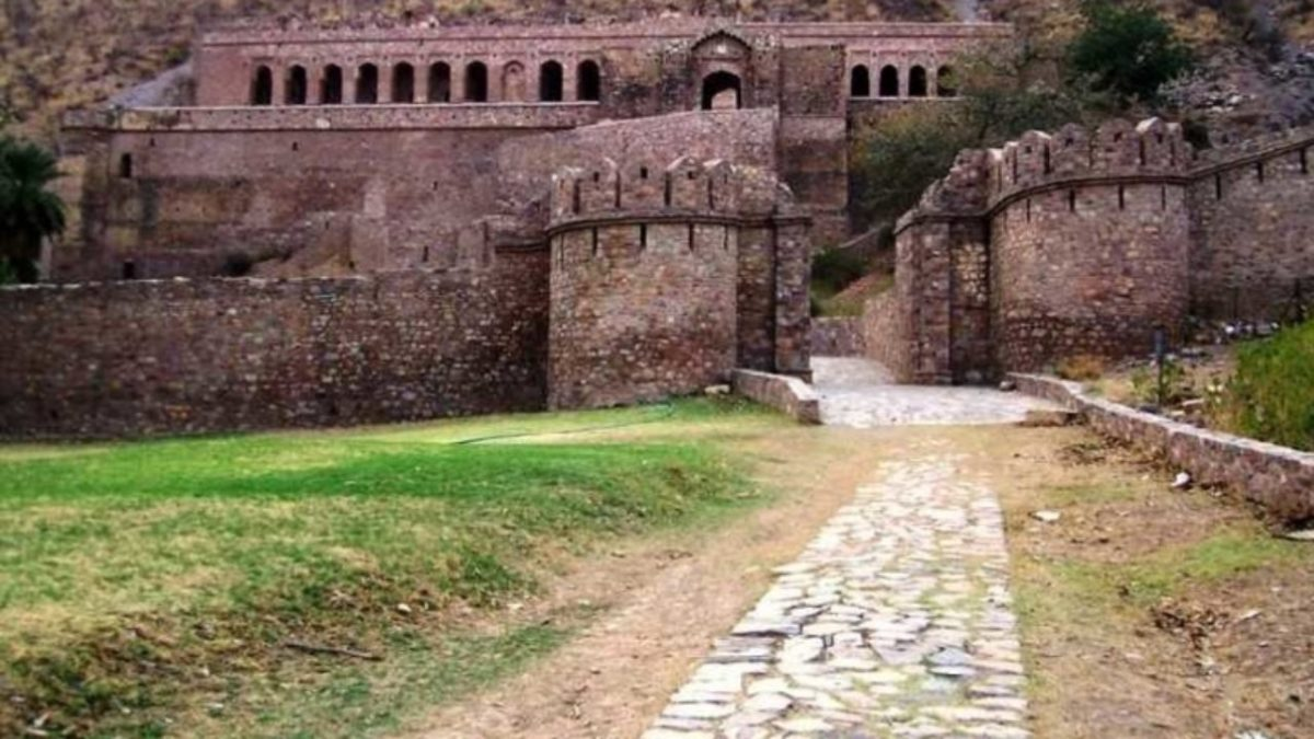 The Dark and Fascinating Secrets of Bhangarh Fort