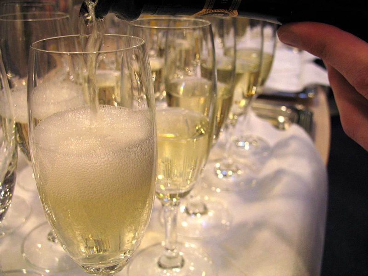 Sparking wine being poured.