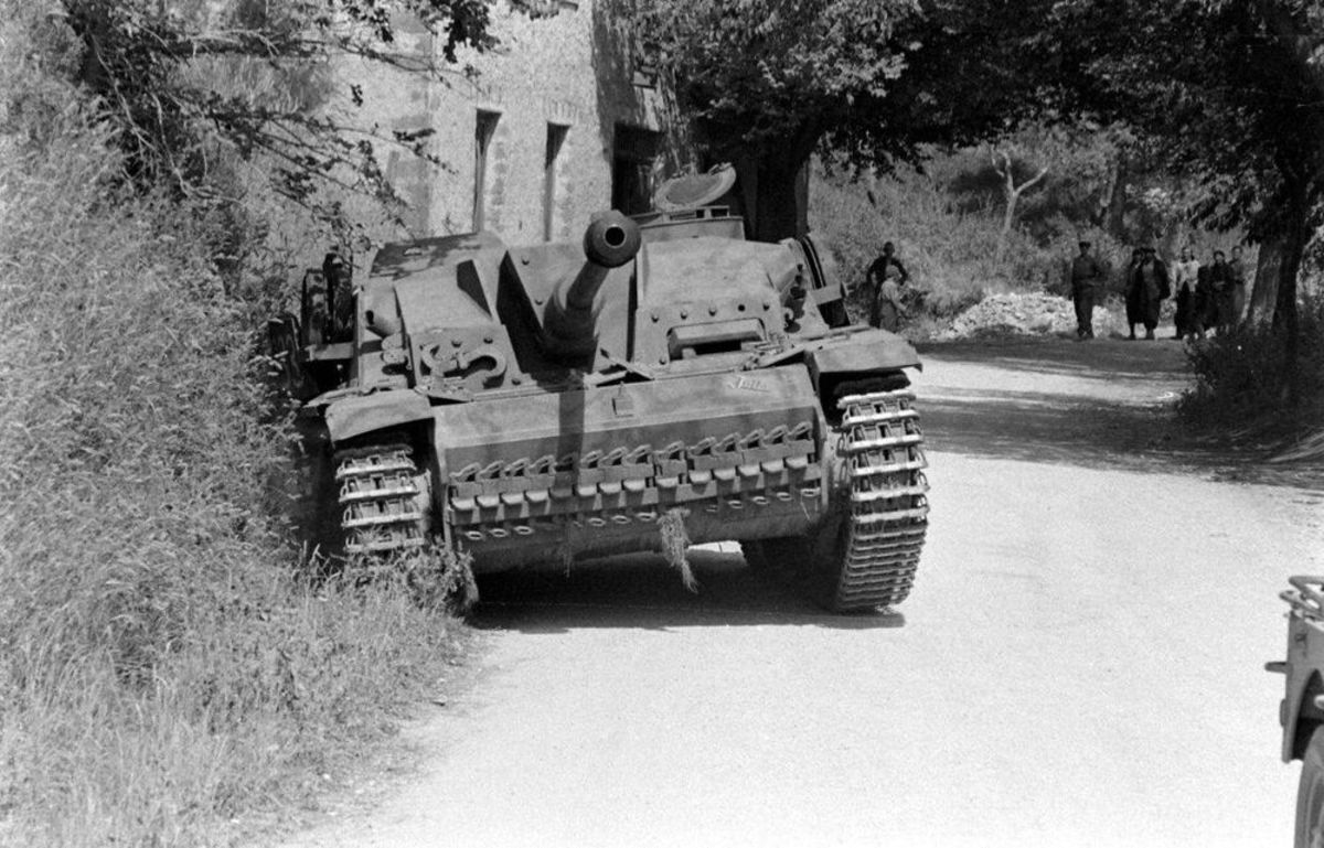 A destroyed Stug II on the road to Valmontone.