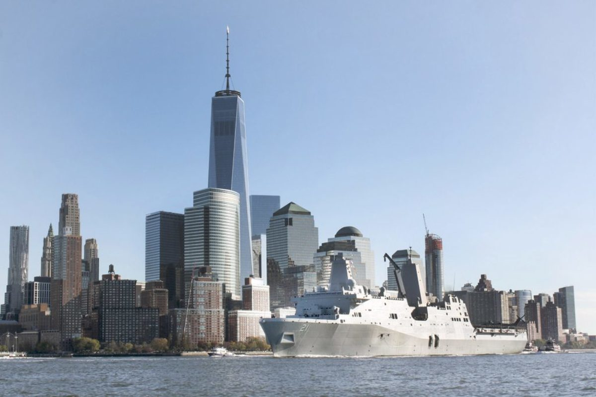 151108-N-JG293-133 NEW YORK (Nov. 8, 2015) USS New York (LPD 21) transits up the Hudson River. New York is participating in Veterans Week New York City to honor the service of all our nation's veterans.