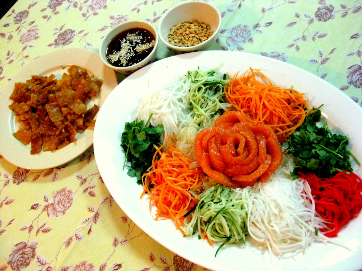 """What Is """"yee Sang"""", the Malaysian Appetizer for Chinese New Year"""
