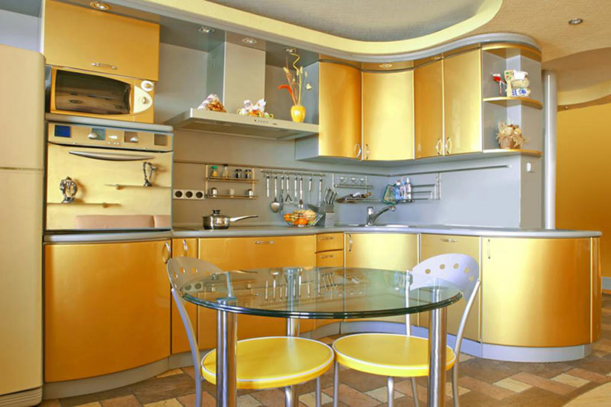 The Rooster kitchen should be a blast of metal. The Chinese Zodiac sign loves gold and yellow. The kitchen should have yin features: rounded objects, glass, and low lying objects.