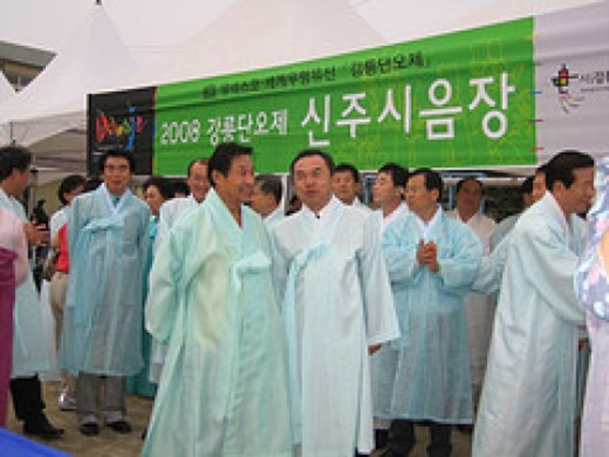 A local gathering in Gangneung city councilmen wearing white hanboks.