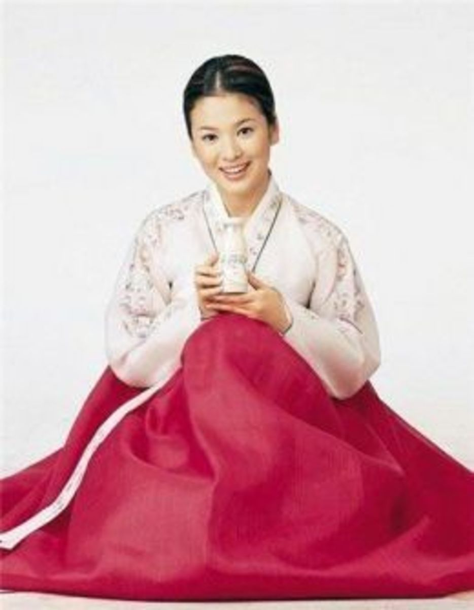 Song Hye Kyo, popular Korean actress wearing a typical Hanbok Dress.