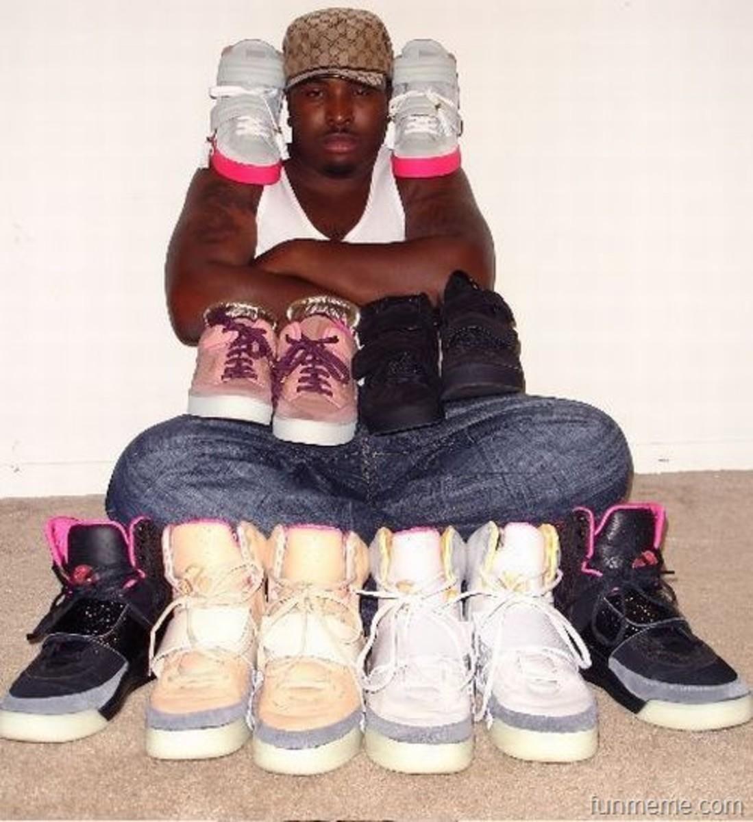 every thug needs kicks, even a pair of pink nikes