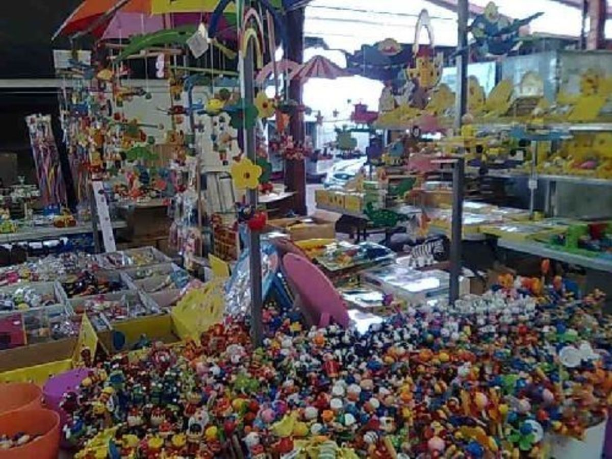 Toys? Bric-a-brac, who knows