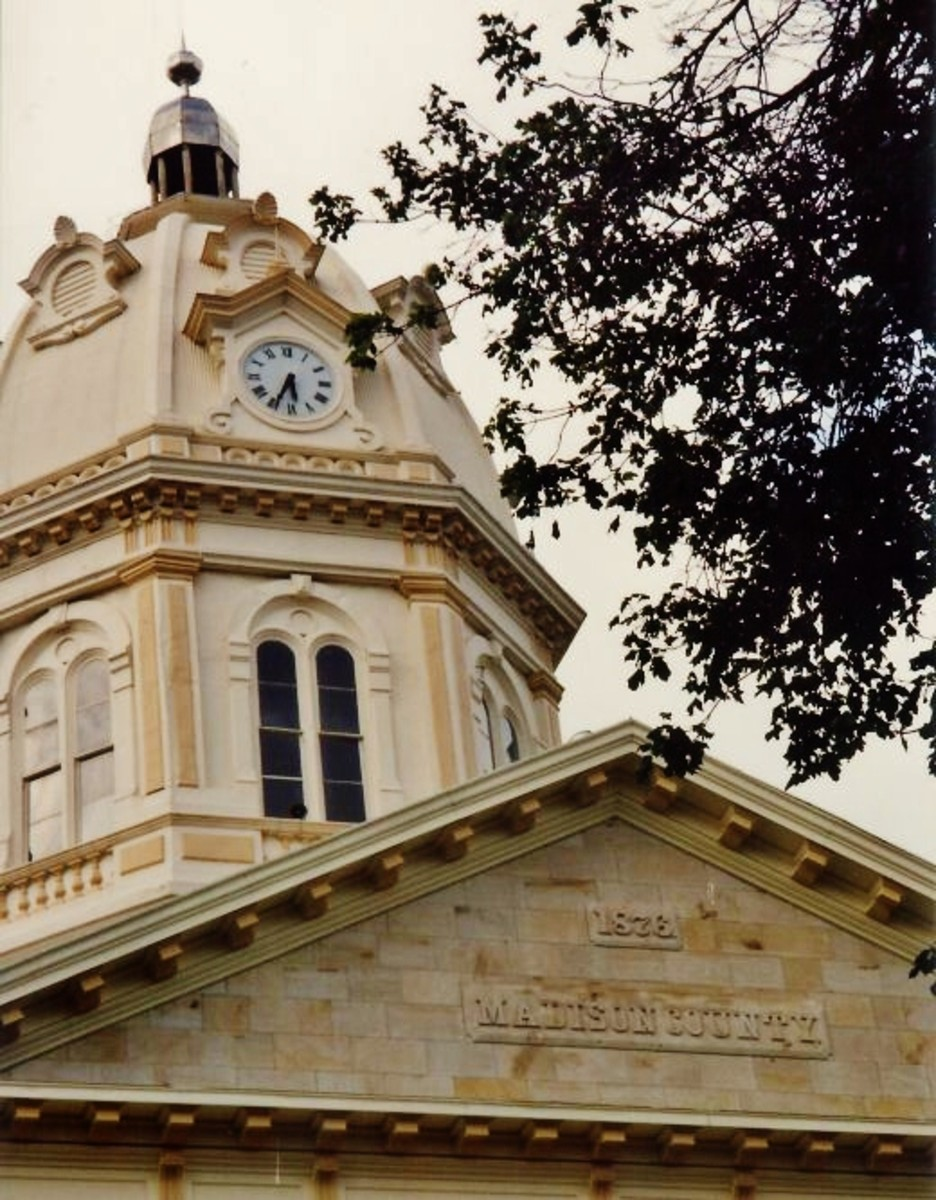 Closeup of the courthouse in Winterset.  Note the date on the building...