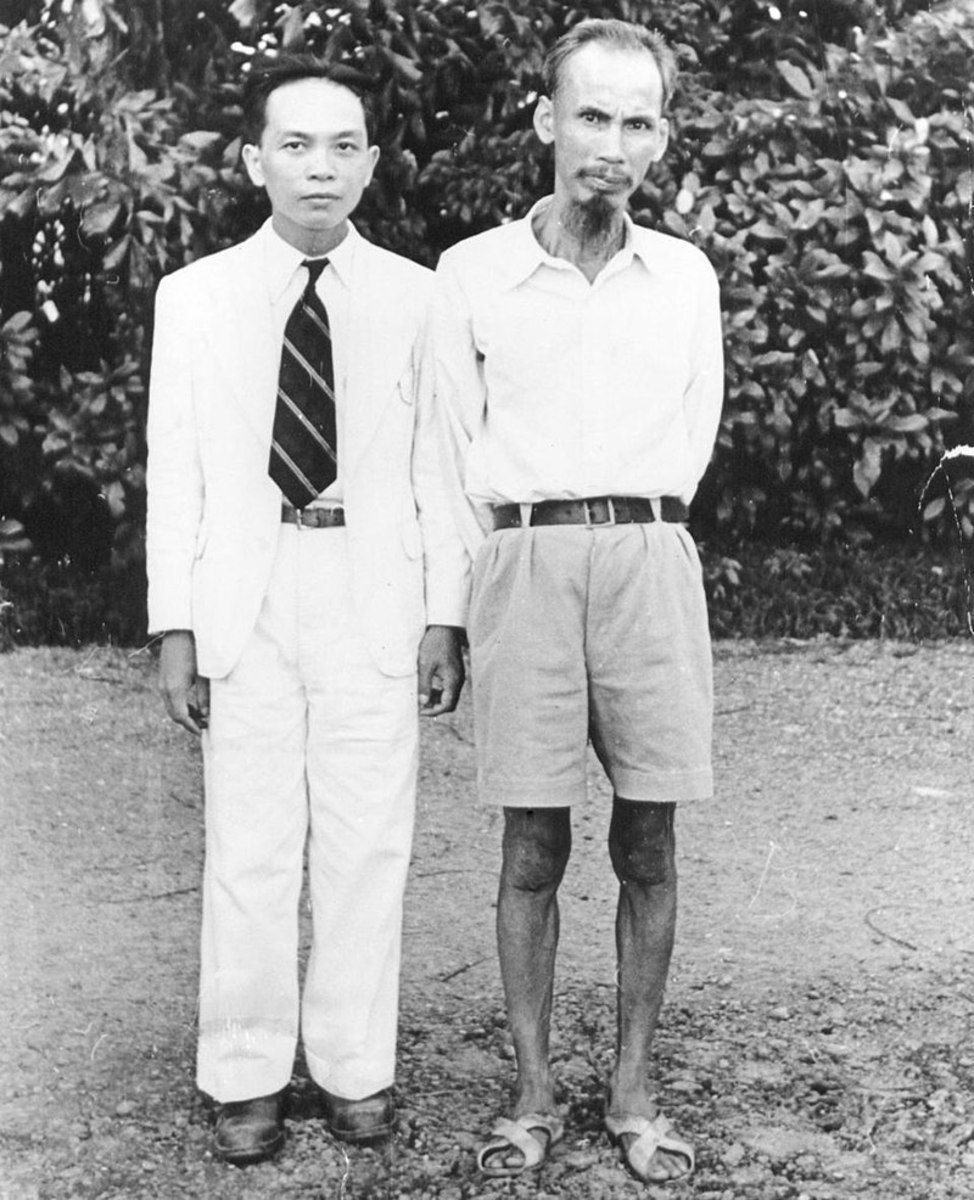 Ho Chi Min and his chief military strategist  Võ Nguyên Giáp (left) in Hanoi, 1945