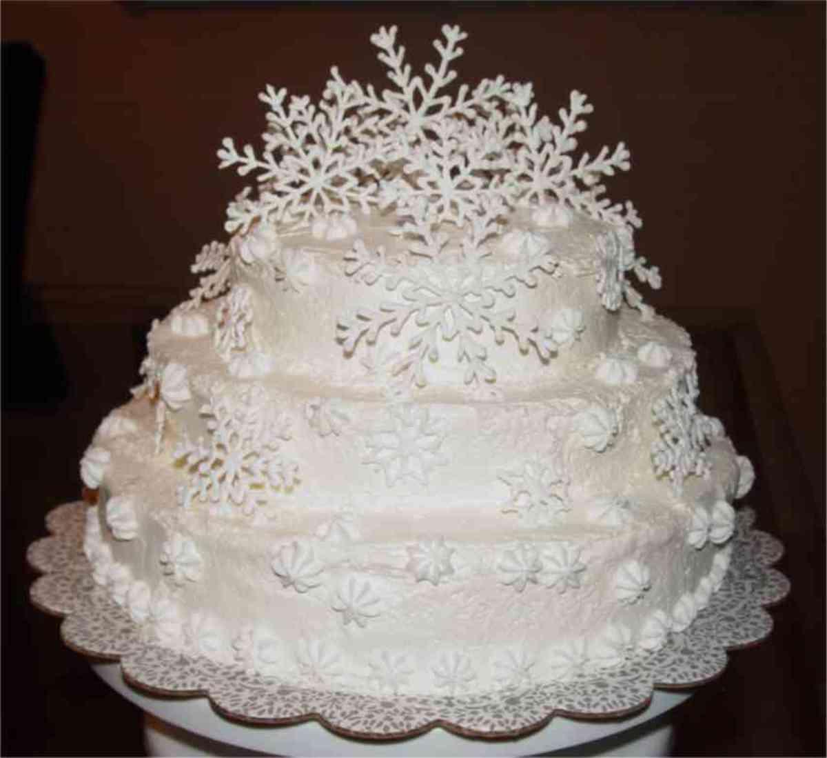 Christmas Wedding Cake Themes
