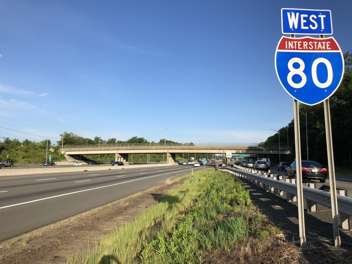 View west along Interstate 80 between Exit 43 and Exit 42 in Parsippany-Troy Hills Township, Morris County, New Jersey