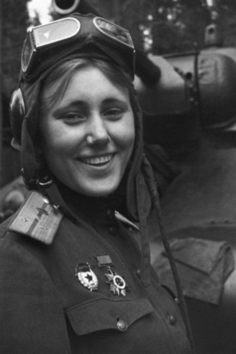 WW2: Russian Tank commander Aleksandra Samusenko, 1943 (age 20 or 21).