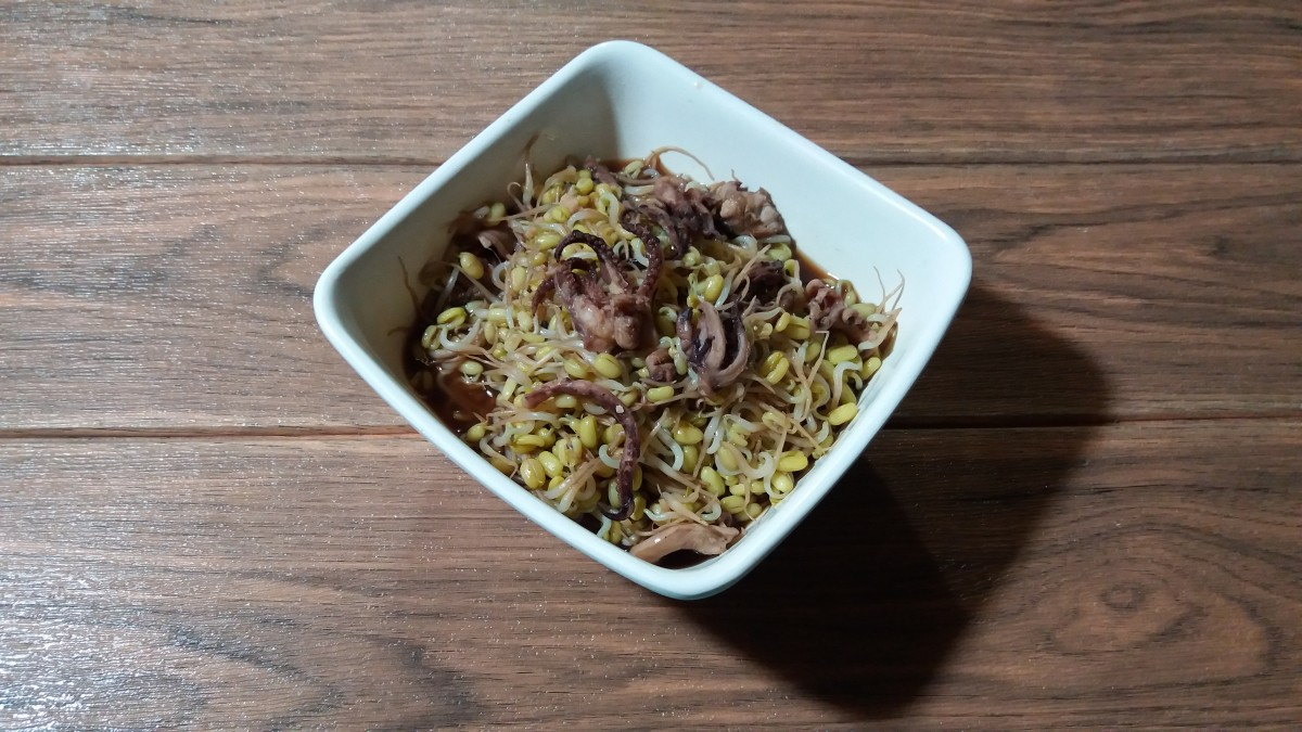 Mung bean sprouts with squid