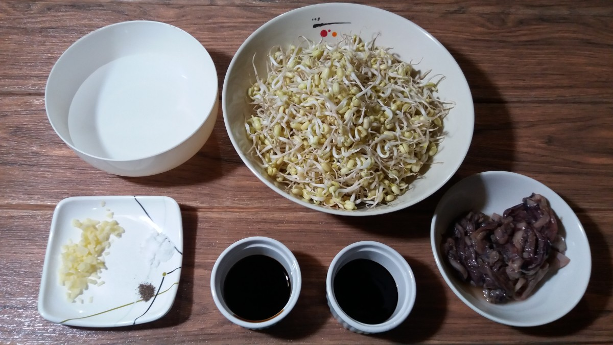 Ingredients for mung bean sprouts with squid