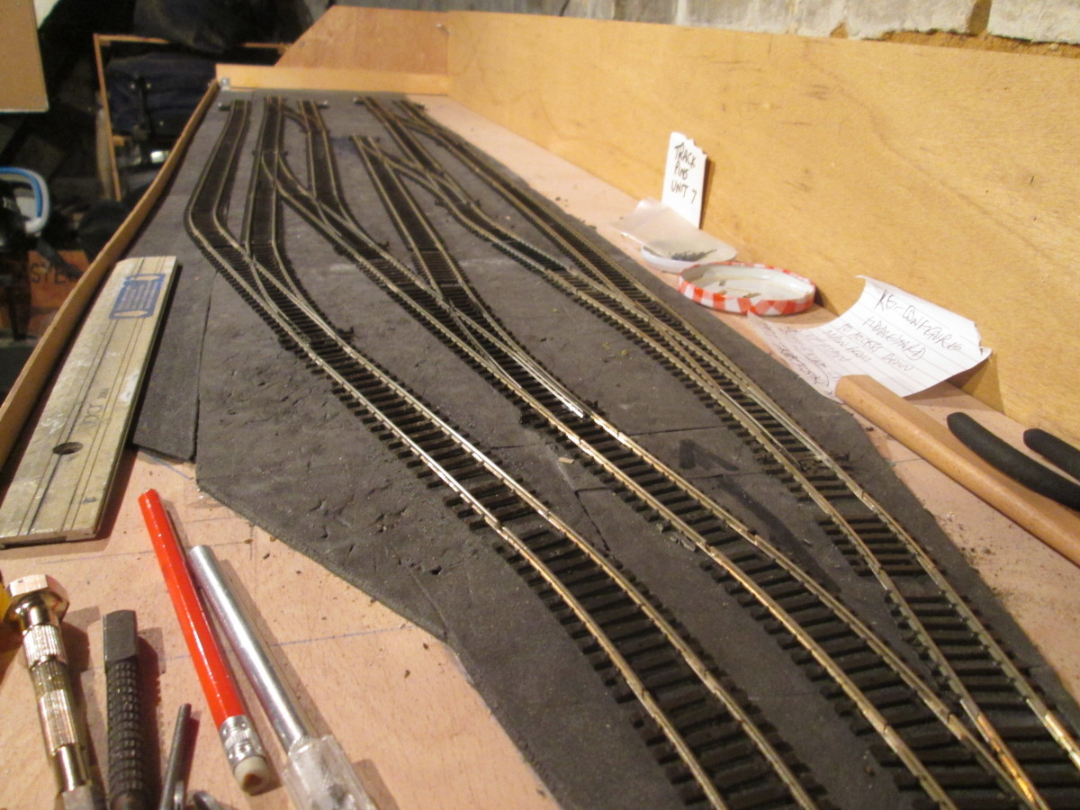 Unit 7 Fiddleyard has been reconfigured but I've got to wait for track to be delivered to finish off. Here's a view down to the end from the baffle ....