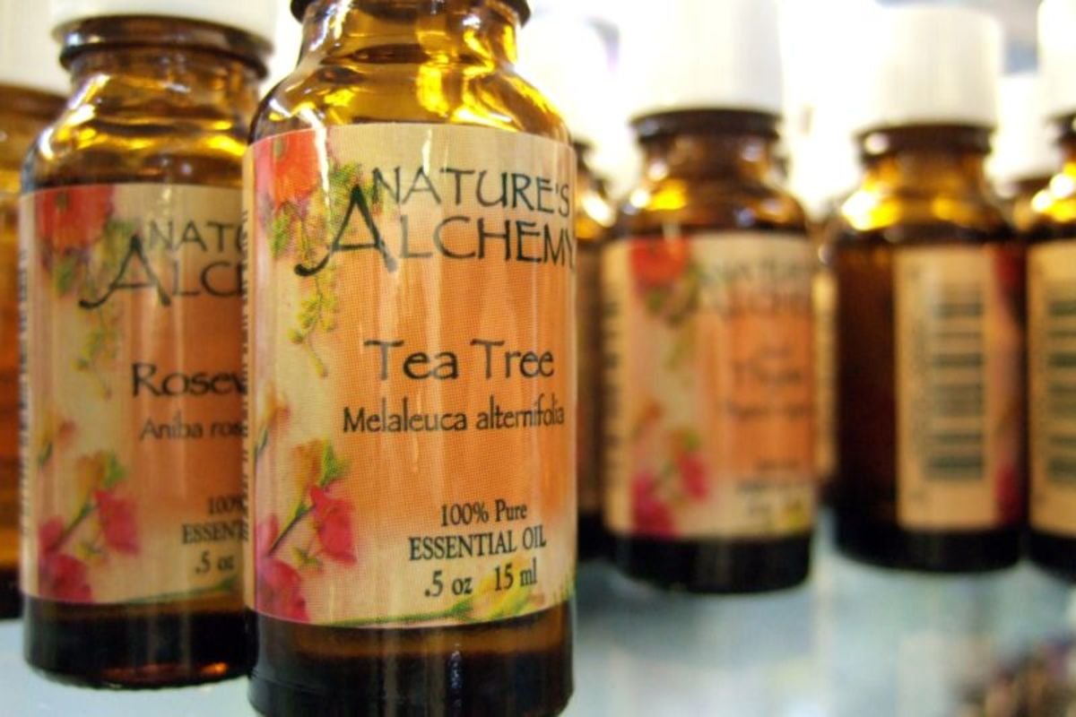 Tea tree oil can help combat itching and pain caused by eczema.