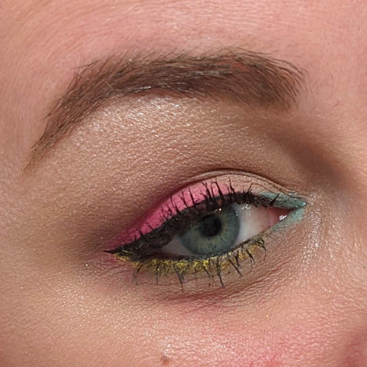 Combining different shades of eyeshadow and eyeliner will help you pump up your neon makeup look even more!