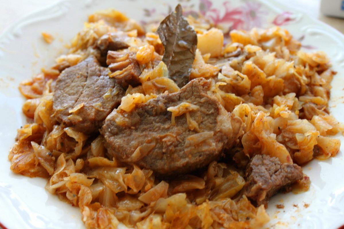 Kaposztak mint Foetelek (Cabbage as a Main Dish)