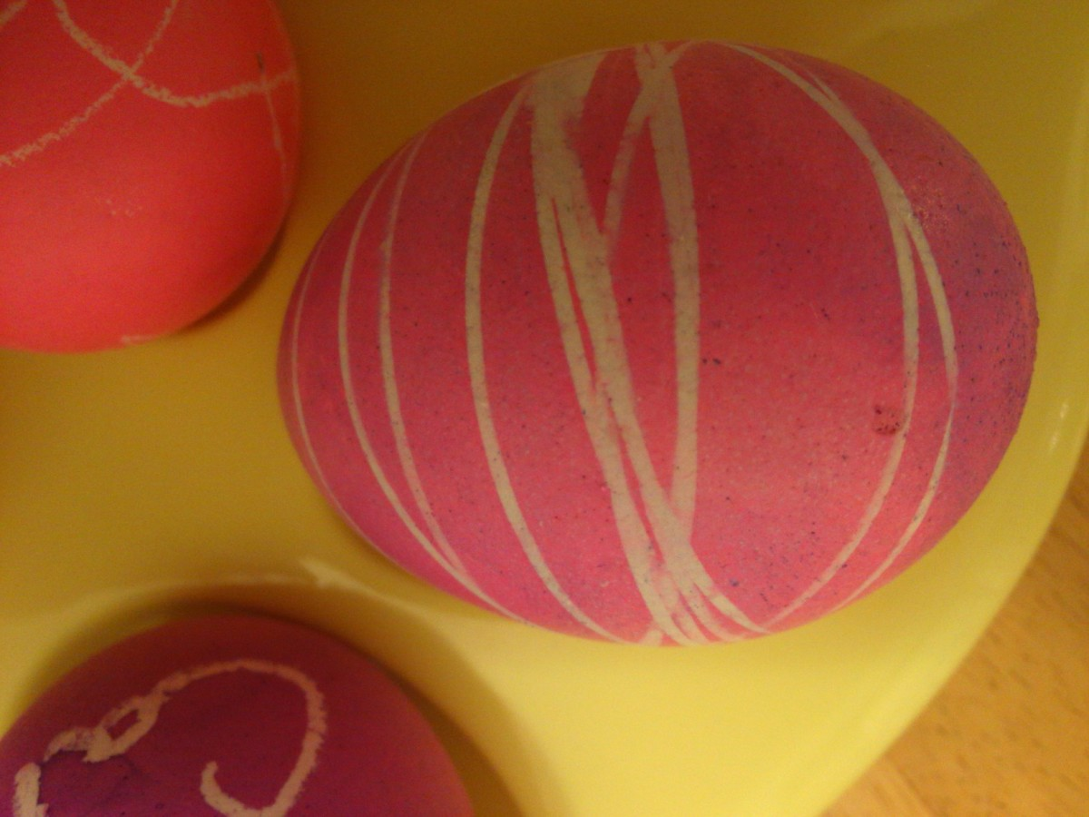 Dental floss makes a unique design on an Easter egg.