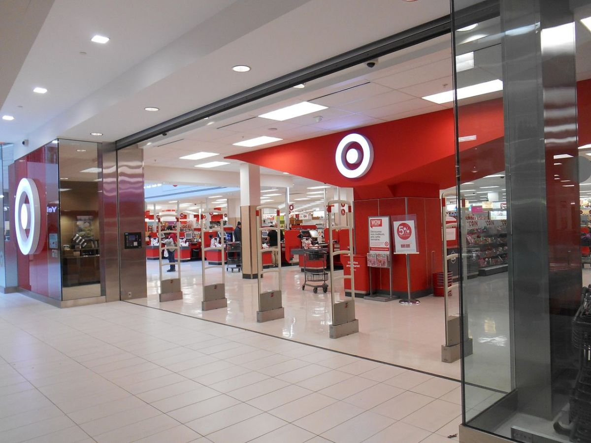 are-dogs-allowed-in-target-official-target-pet-policy