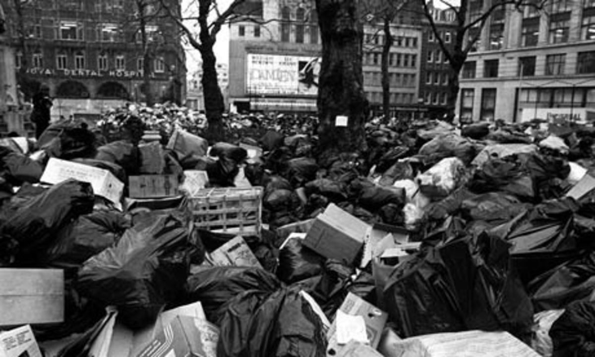 TRASH PILES DURING THE WINTER OF DISCONTENT (1978-1979) AS REFUSE WORKERS REFUSE TO WORK