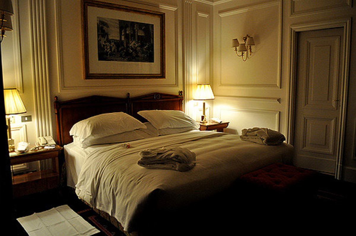 You can easily recreate this dreamy hotel bed at home.