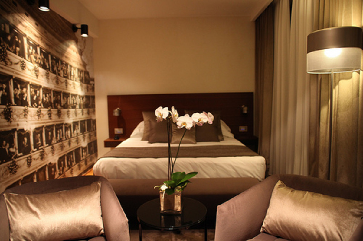 Lighting and curtains are key elements of your hotel bedroom.