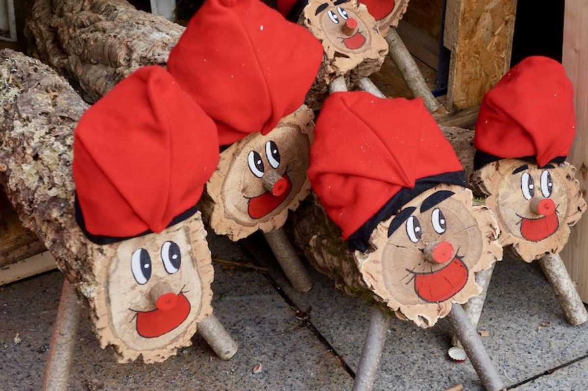 """Tio de Nadal"" Christmas Logs"