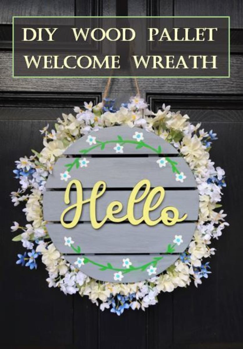 How to Make a Welcome Wreath From a Wood Pallet