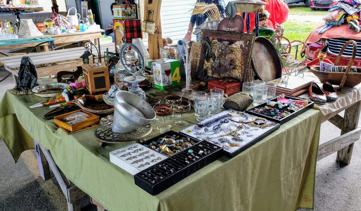 You will find one of these things on our market, such as pictures, signs,  jewelry, furniture, musical instruments, appliances, pet supplies, crafts, clothes and items.
