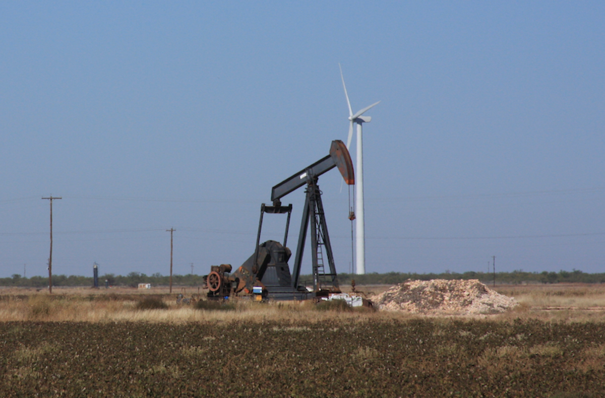 An old oil well near Goliad TX which may be deep enough to become part of a geothermal power generation loop.