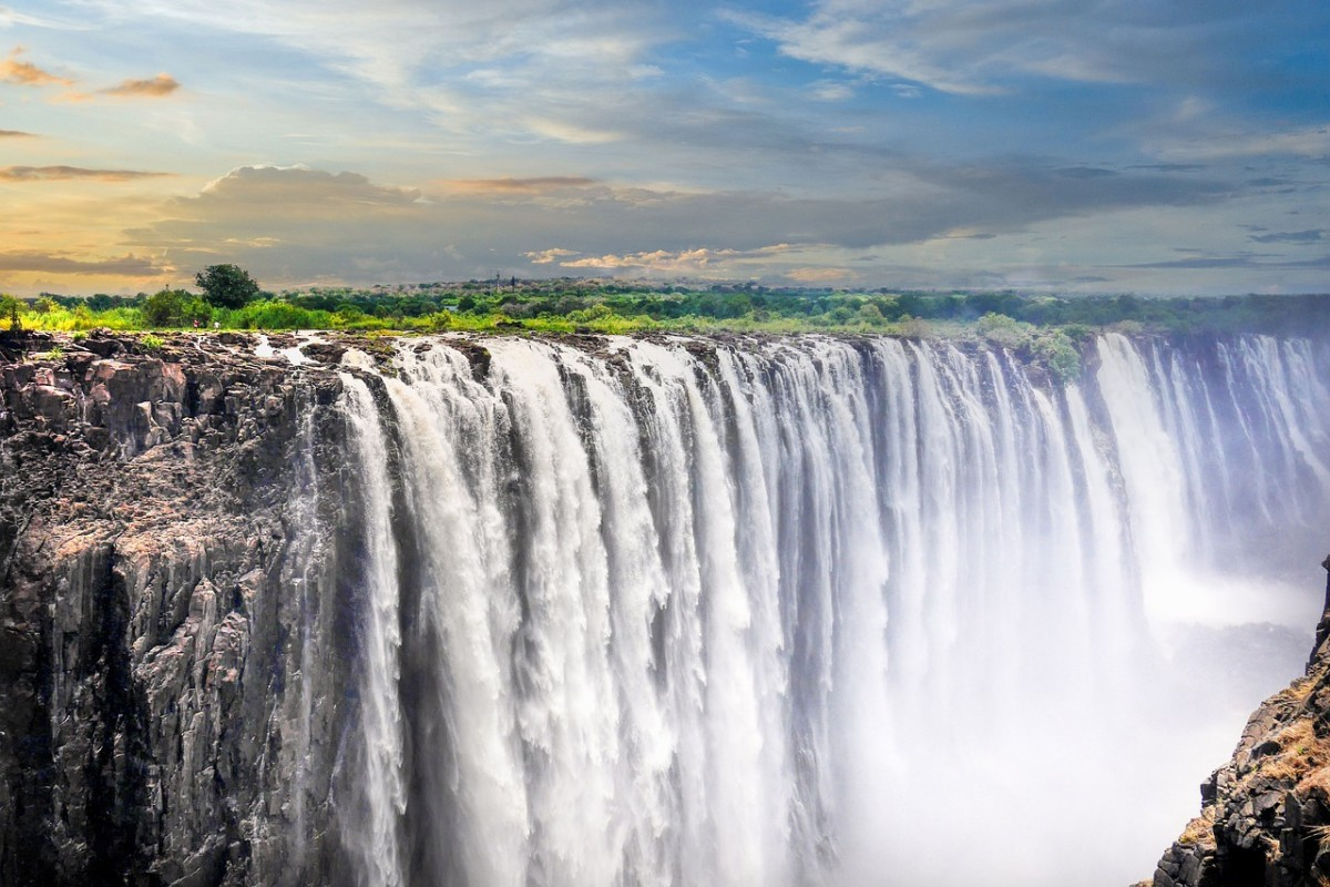 Victoria Falls: Image by Albrecht Fietz from Pixabay