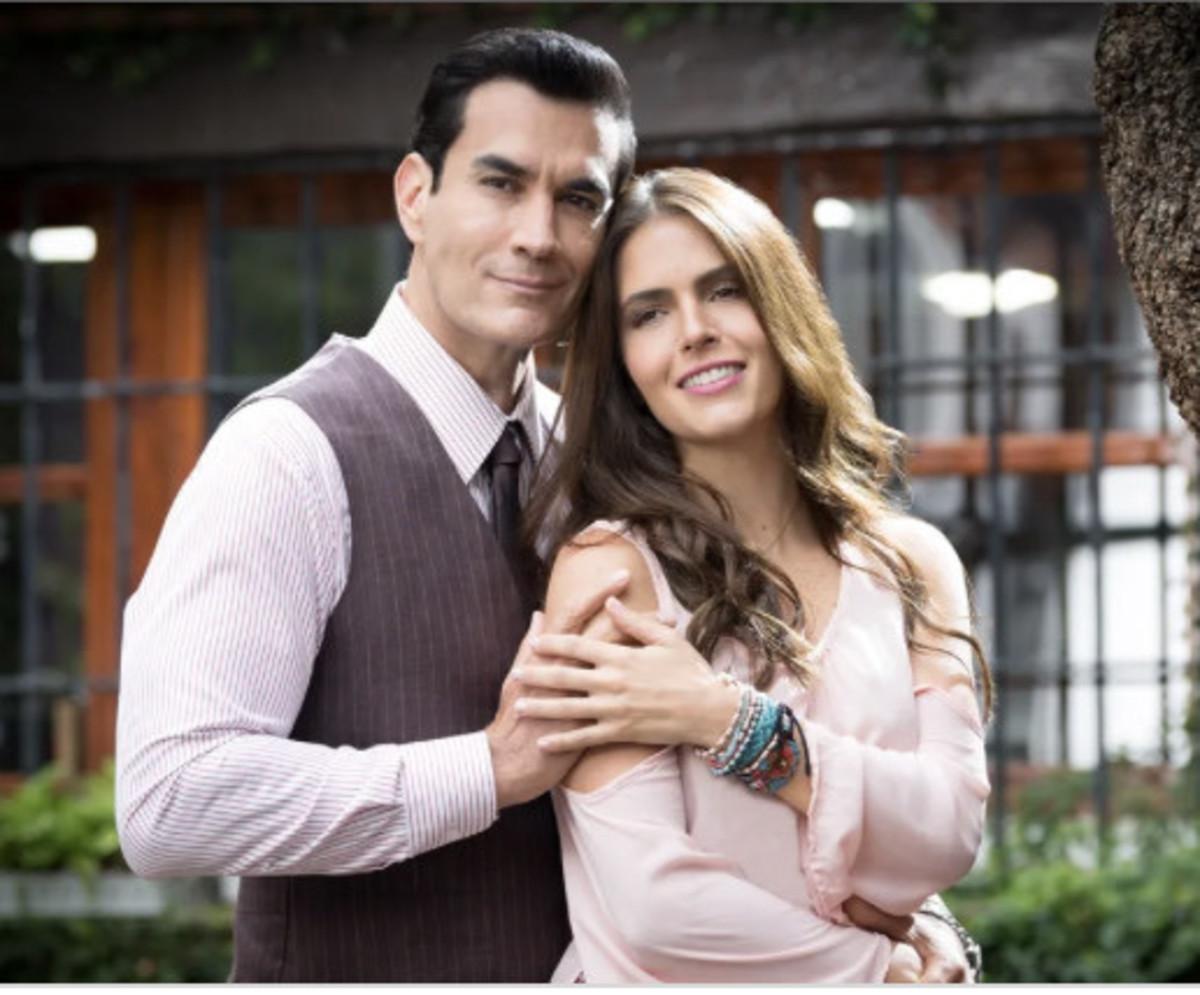 Upon separating from Eduardo, Ariadna begins a relationship with Alvaro Falcón (David Zepeda).