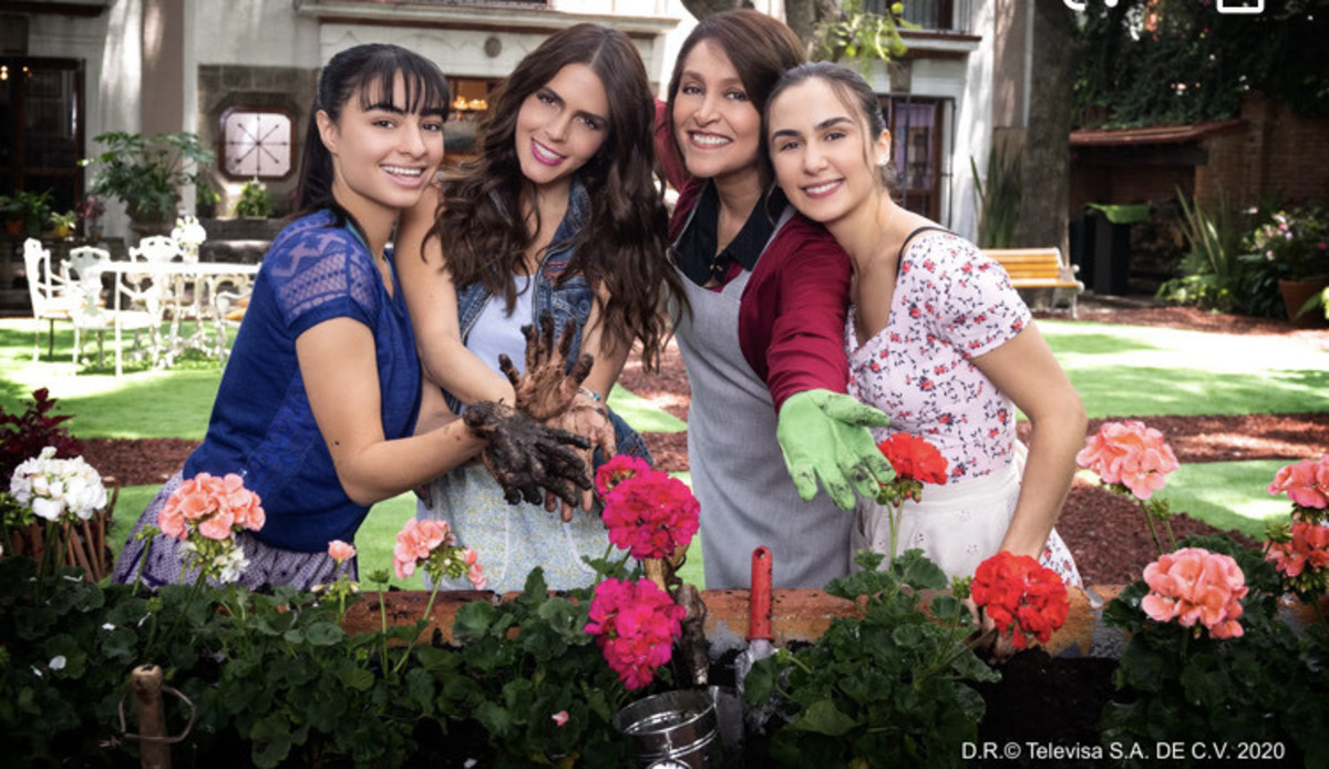 The soap opera features stellar performances by Claudia Álvarez, Daniela Romo, Julia Urbini, and Valentina Buzzurro.