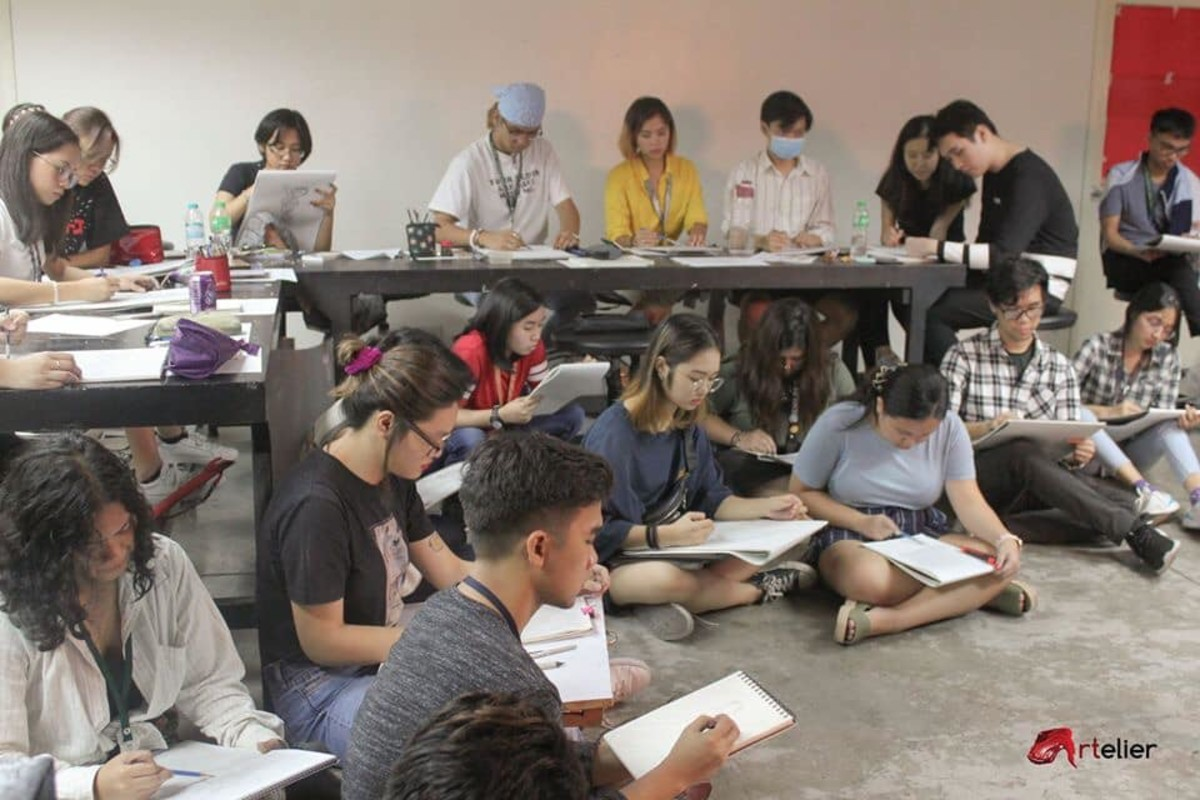 Students in action while drawing in class. (Photo credit: Abe Orobia / Artelier)