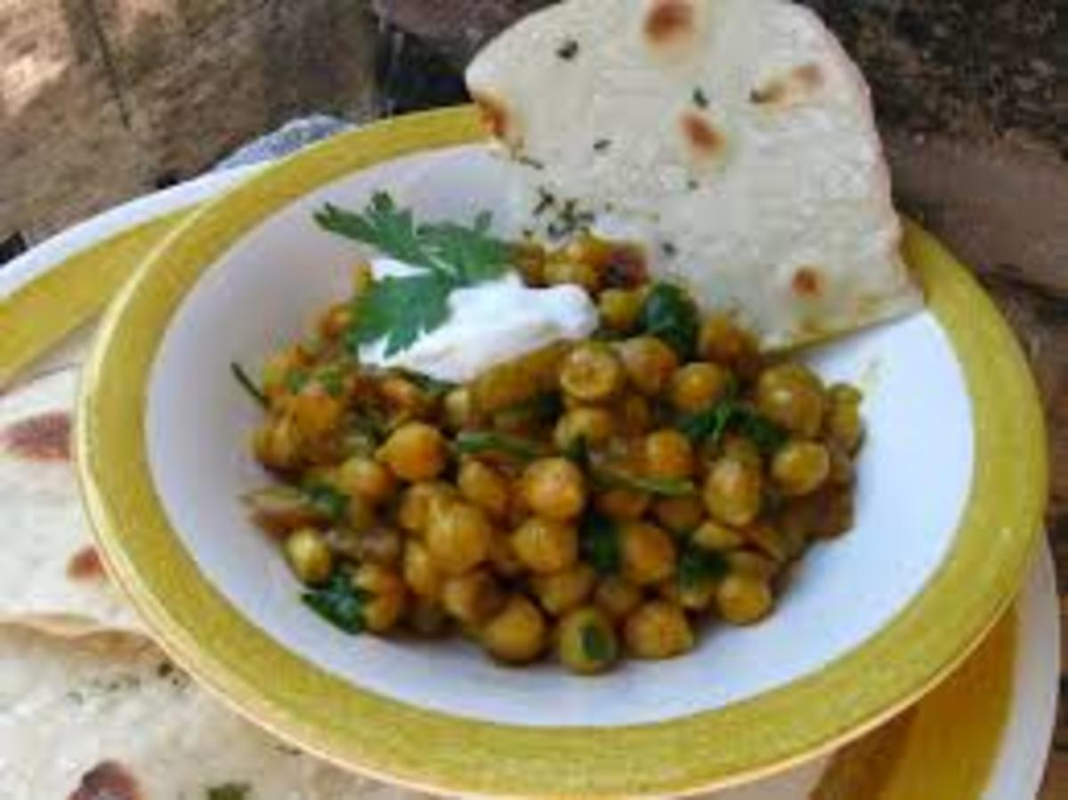 Curried garbanzo beans with naan